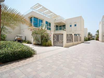 فیلا 4 غرف نوم للايجار في المدينة المستدامة، دبي - Luxury Furnished | Fitted Kitchen | Large Terrace