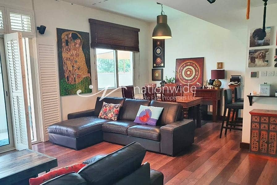 2 Experience Convenience In This 2+1 Townhouse
