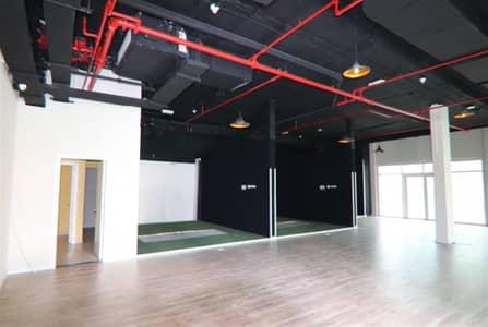 محل تجاري  للايجار في أبراج بحيرات الجميرا، دبي - Fitted retail unit with Lake Views in JLT Cluster H