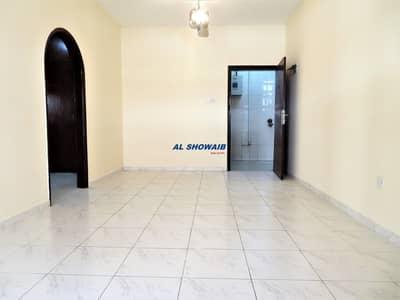 شقة 1 غرفة نوم للايجار في بر دبي، دبي - Spacious 1 BHK Behind Al Maya Supermarket  Burjuman