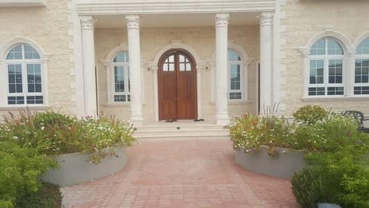 5 Bedroom Villa for Sale in Hoshi, Sharjah - Distinctive villa with high decorations for sale in Al Hwashi Sharjah
