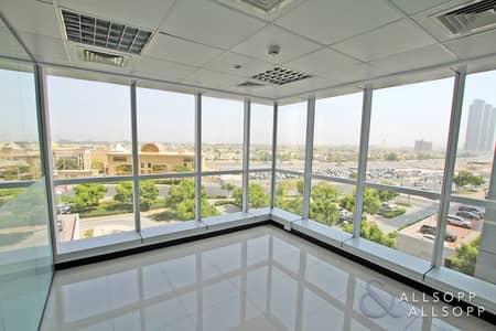 مکتب  للبيع في أبراج بحيرات الجميرا، دبي - Corner Office | Balcony | Washroom & Pantry