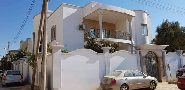 Villa for rent in a large area close to Sheikh Ammar Street in Al Rawda 3 area