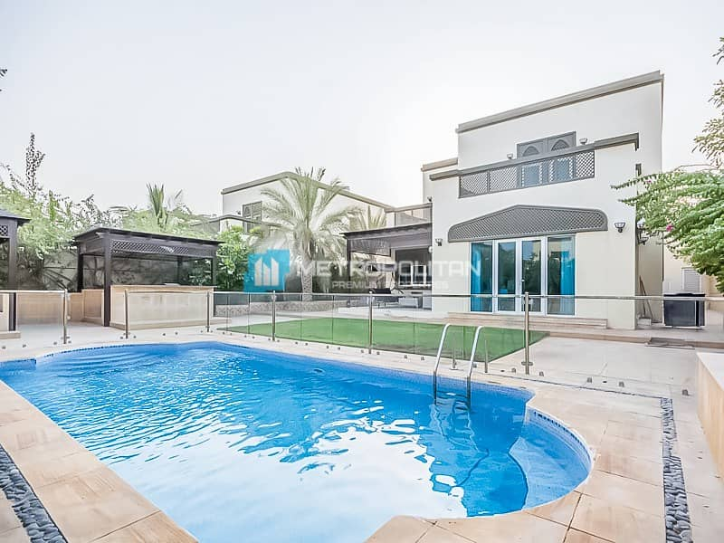Great Condition | Regional 4 Beds | Private Pool