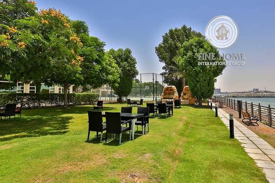 15 For Sale Spacious Villa | 4 BR | in Seashore
