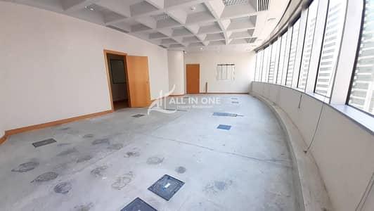 مکتب  للايجار في شارع النجدة، أبوظبي - Spacious Office Great to Start Up!