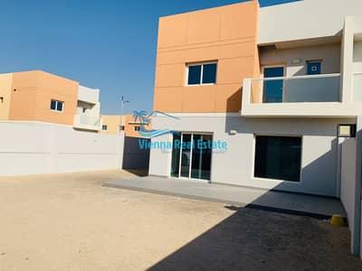 فیلا 3 غرف نوم للبيع في السمحة، أبوظبي - CORNER SINGLE ROW 3 BED VILLA IN AL REEF 2 1.3M