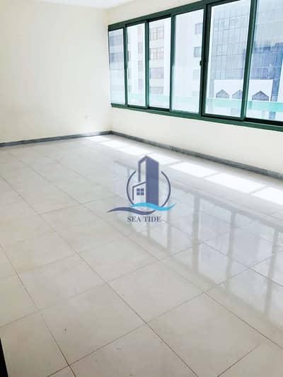شقة 2 غرفة نوم للايجار في شارع حمدان، أبوظبي - Neat and Affordable Family Residence near Ahalia Hospital