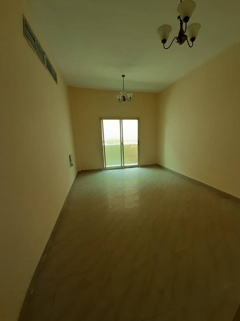 For lovers of very large spaces one-room apartment and hall with a month free