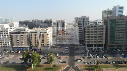 4 Bedroom Apartment for Rent in Tourist Club Area (TCA), Abu Dhabi - Spacious Living Area! Very Light and Airy