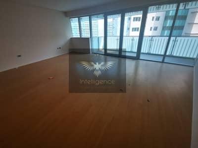 فلیٹ 4 غرف نوم للايجار في شاطئ الراحة، أبوظبي - Spacious Ambient Unit for Occupancy w/ Maidsroom!