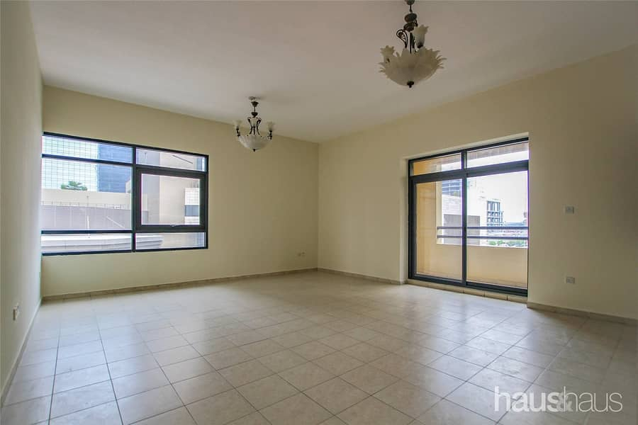 2 Vacant   2 Bedrooms   Spacious   1 Parking Space