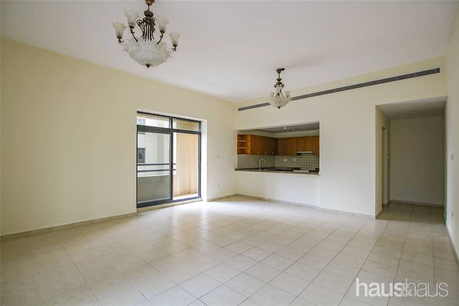 Vacant   2 Bedrooms   Spacious   1 Parking Space