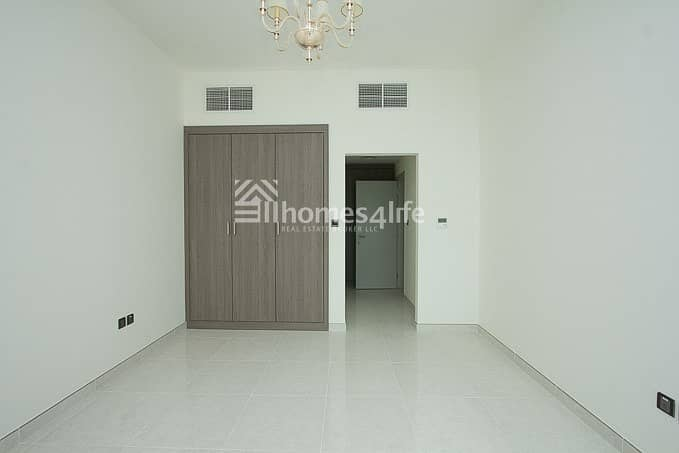 2 LARGE 1 BR WITH BALCONY |LOWER FLOOR IN POLO RESIDENCE