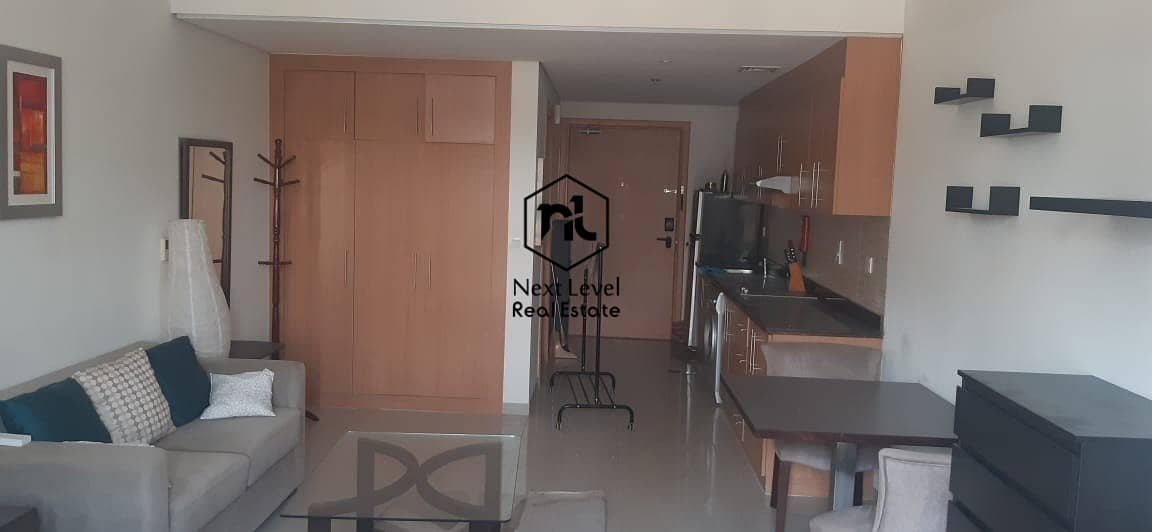 best deal furnished studio in Lincoln park B 1 to 6 cheques