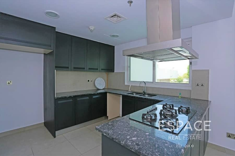 2 Lake View - Rare Layout - Well Maintained