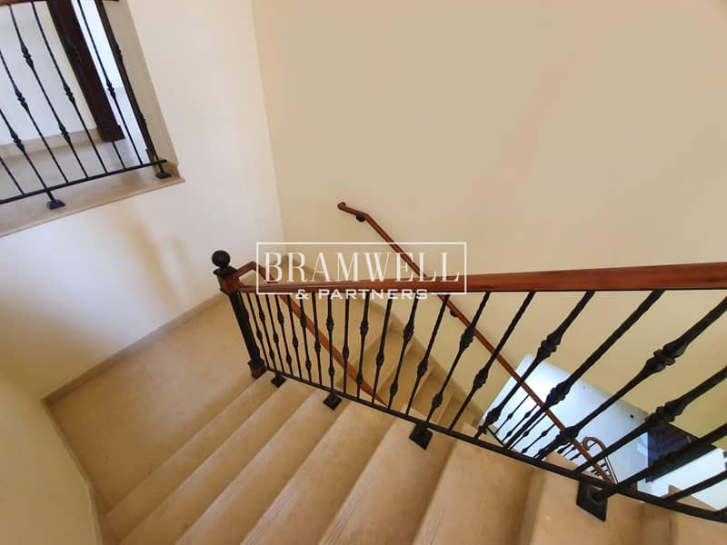 16 Spacious 4 Bedroom Town House For Sale!