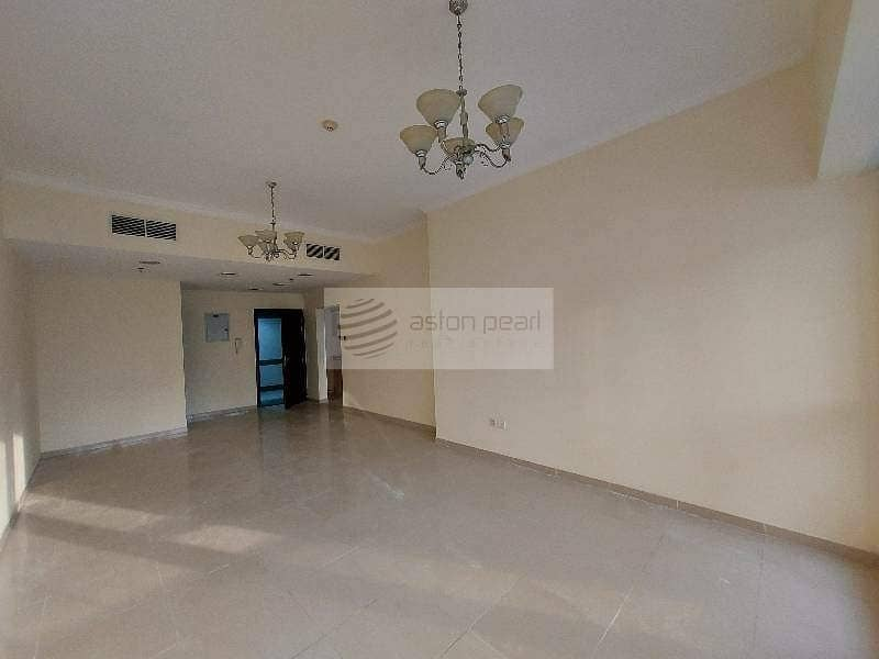10 Large 1BR w Balcony   Near Metro  Multiple Cheques
