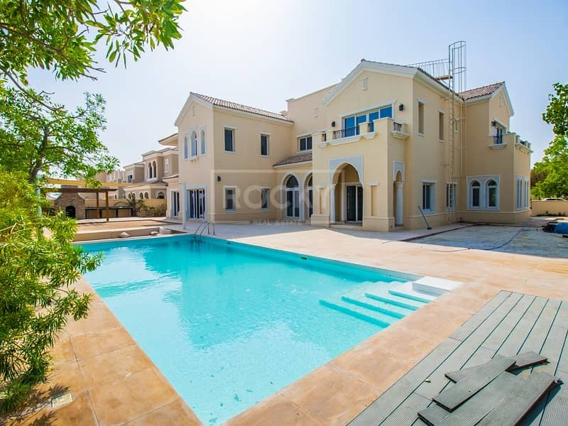 2 Independent | 6-Bed Villa | Pool View