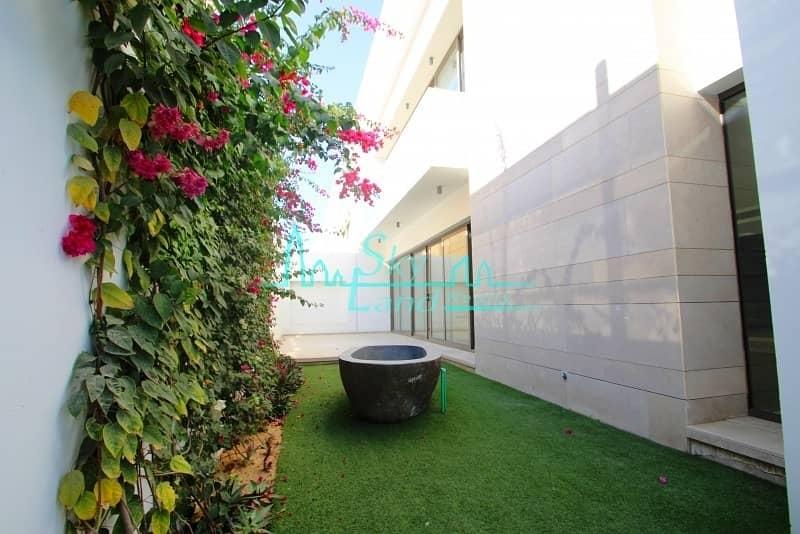 Best Location! Contemporary|Well-lit 4 bed |Garden