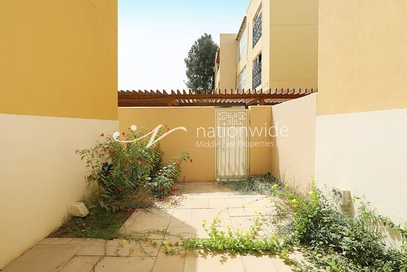 10 An Ideal 3 BR Townhouse with Rent Refund