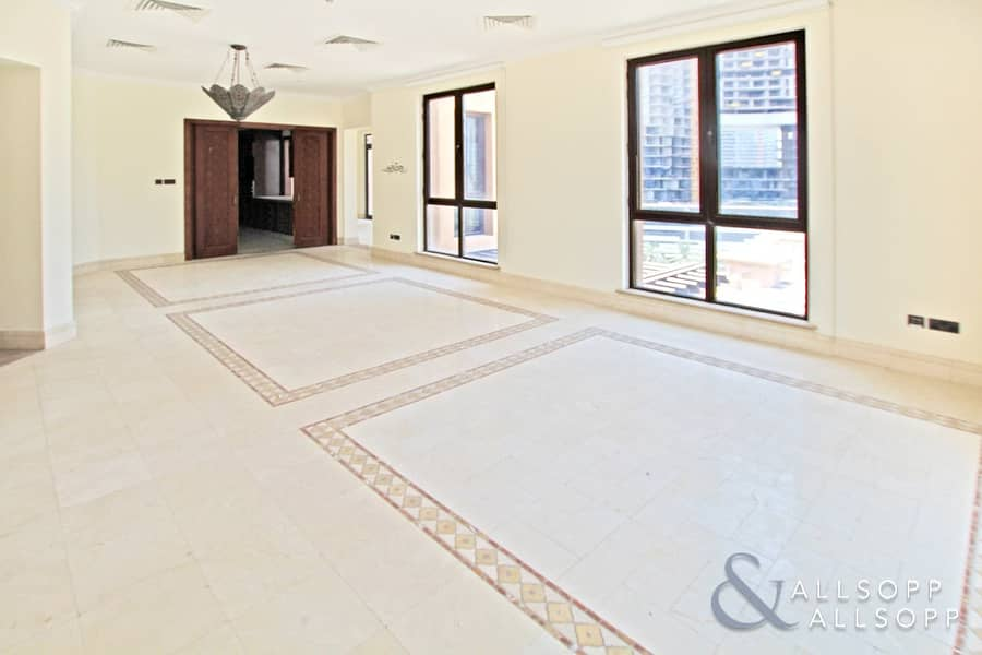 4 Bedrooms | Vacant | Penthouse Apartment