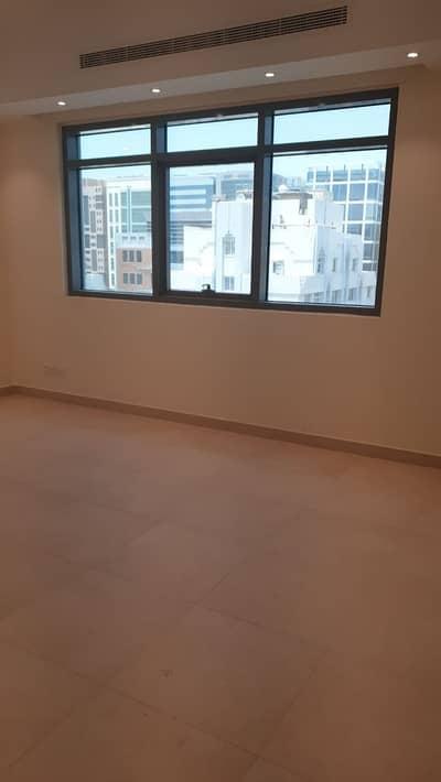 فلیٹ 2 غرفة نوم للايجار في الوحدة، أبوظبي - شقة كبيرة أول ساكن | بناية جديدة | حمامين ومطبخ كبير نظامي | سعر ممتاز