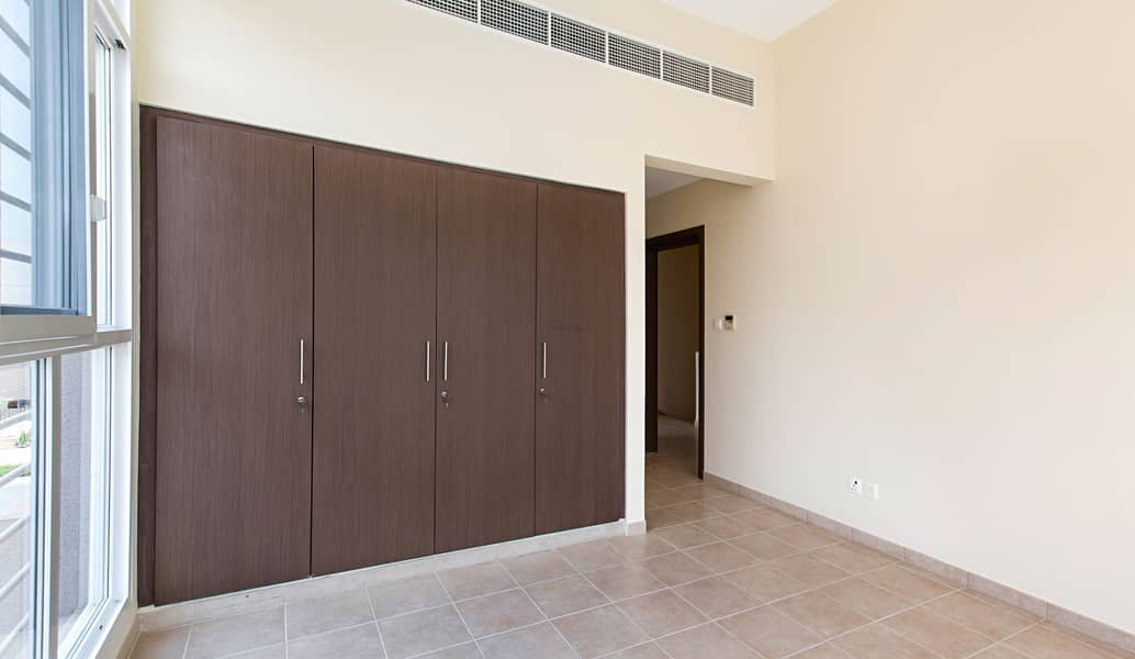 19 ONE MONTH FREE AND FREE MAINTENANCE | 4 BR + MAID + LAUNDRY