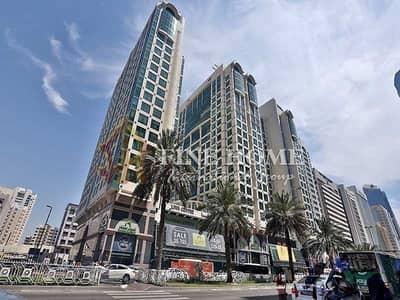 مبنى سكني  للبيع في شارع حمدان، أبوظبي - Corner Residential Building |Big ROI |9Shops |7Apt