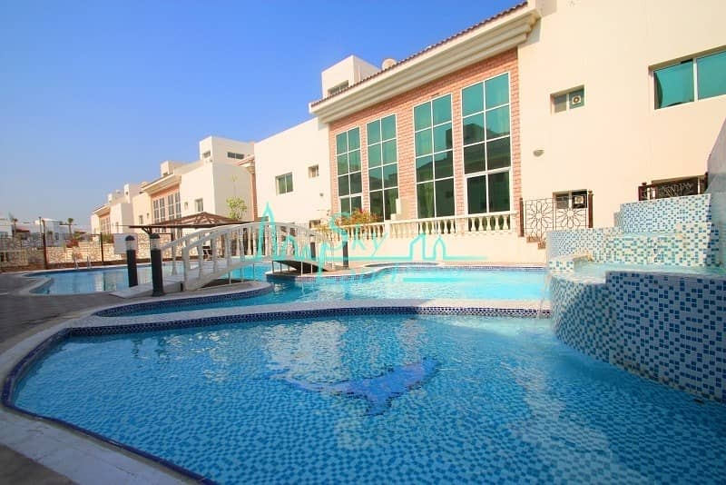 Beach side|Exellent|Very Spacious 4bed|Shared pool