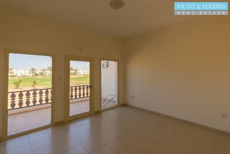 Corner unit - Quick Walk to the Beach and the Pool!