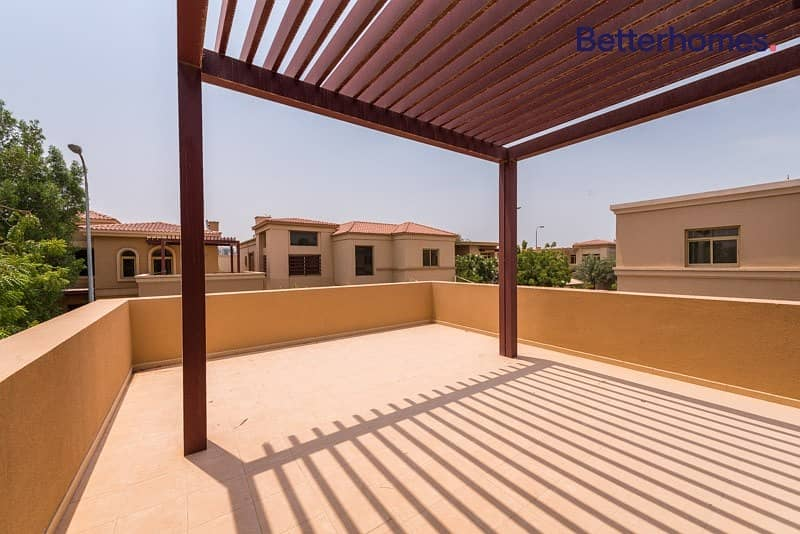 2 Well Maintained I Spacious I Private pool & Garden