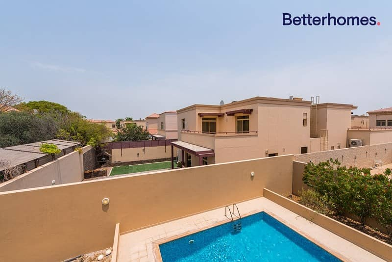 22 Well Maintained I Spacious I Private pool & Garden
