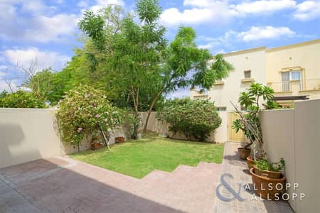 فیلا 2 غرفة نوم للبيع في الينابيع، دبي - Partial Lake View | 2 Bed | Available Now