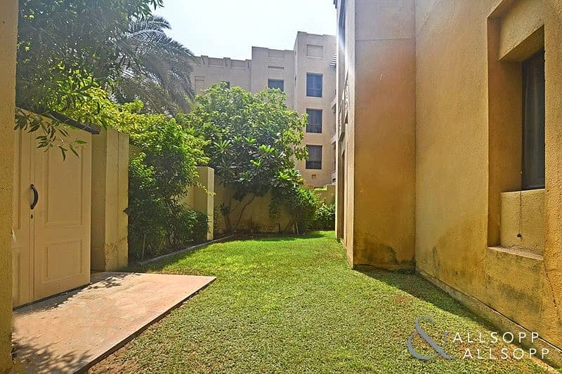 2 2 Bedrooms   Unfurnished   Private Garden