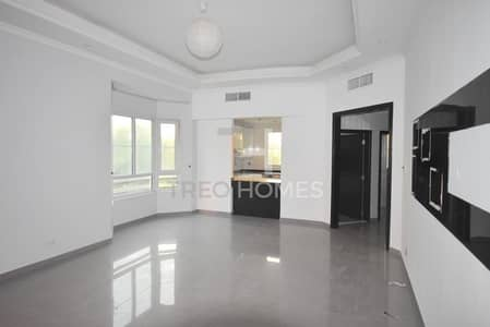 Upgraded Apartment  Best location by Shops
