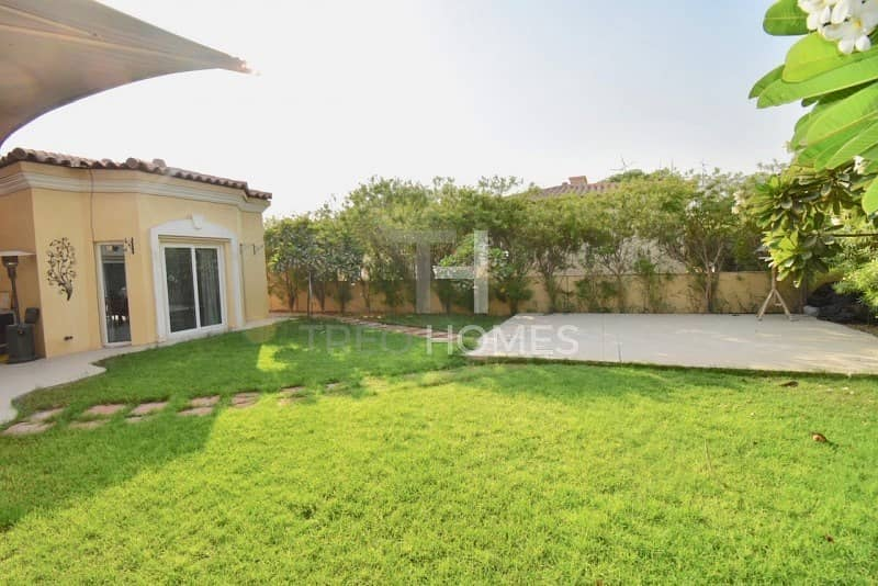 10 Upgraded Villa | Opposite Pool | VACANT