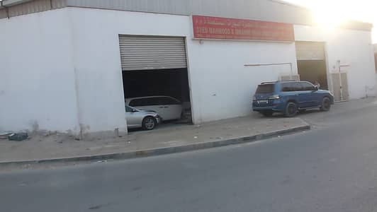 Warehouse for Rent in Industrial Area, Sharjah - car show room in sharjah industrial area 2 the most famous place for second hand car