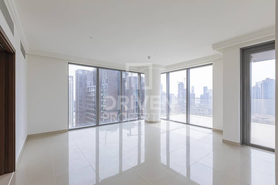 Large 2 Bedroom Apt with Burj Khalifa View