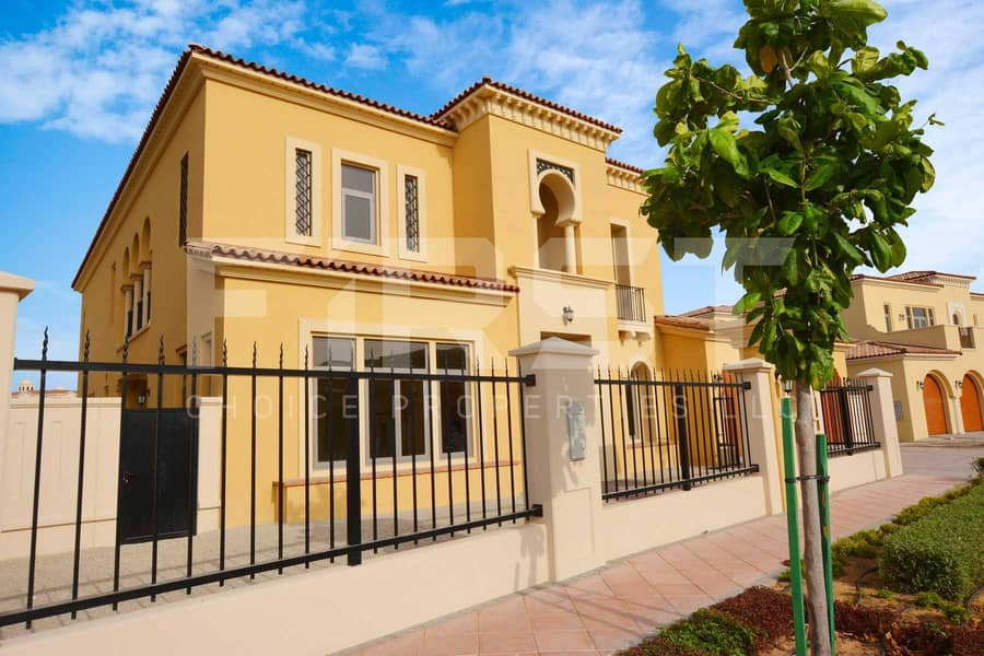 10 Vacant Now! Superb Fully Furnished Villa