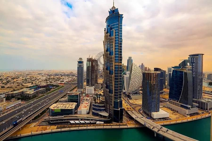 Beautiful Luxurious One Bedroom Apartment on Sheikh Zayed Road