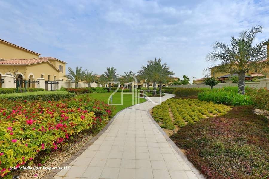 Beautiful Corner 5 BR Villa Standard on a Large Plot