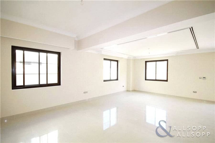 2 Vacant On Transfer| 3 Beds | Near Entrance