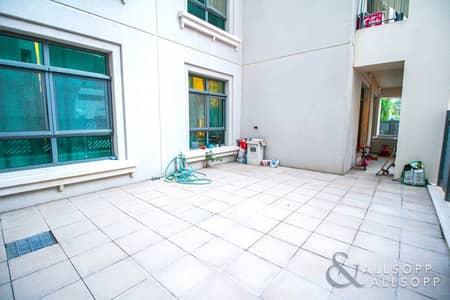 شقة 2 غرفة نوم للبيع في ذا فيوز، دبي - Well Priced | Large Courtyard | Immaculate