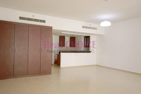 Studio for Rent in Jumeirah Beach Residence (JBR), Dubai - Well Maintained Studio Apartment|Middle Floor