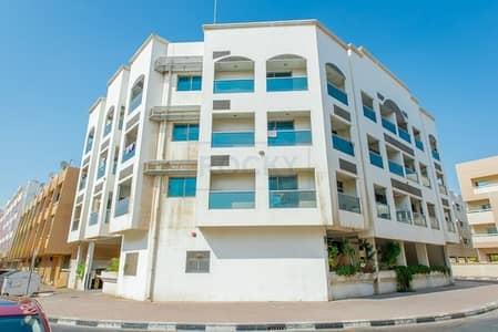 Studio for Rent in Al Karama, Dubai - Charming Studio with Window A/C & Kitchen Appliances | Al Karama