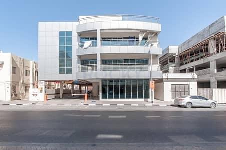 استوديو  للايجار في ديرة، دبي - Lovely Studio Apartment with Central A/C and Parking | Deira