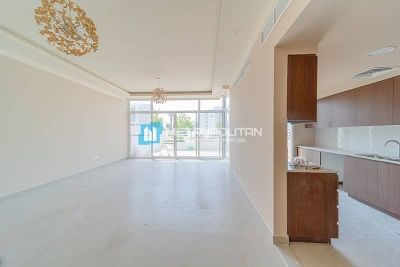 2 Pool and Park View | Upgraded | Semi detached