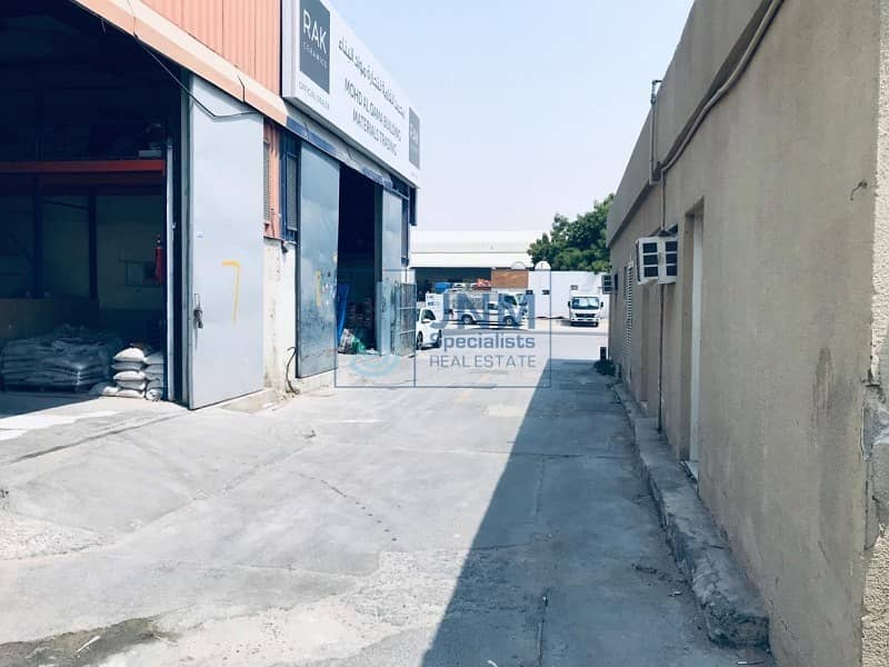 4000 sqft warehouse close to main road in a qouz