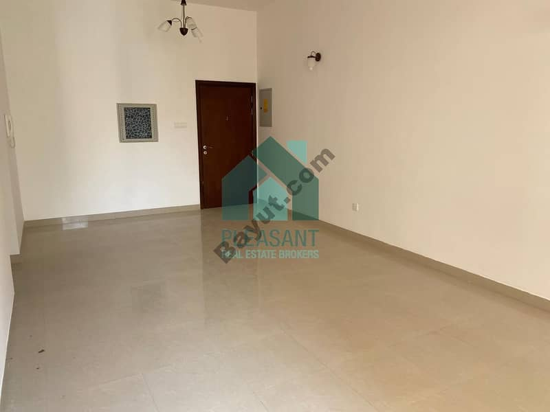 2 Bright and well maintained 2 bed Apt